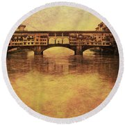 The Ponte Vecchio In Florence Italy Round Beach Towel