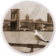 The Seagull Of The Brooklyn Bridge Vintage Look Round Beach Towel