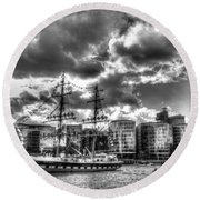 The Stavros N Niarchos London Round Beach Towel