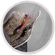 The Wall Builder's Hat Round Beach Towel