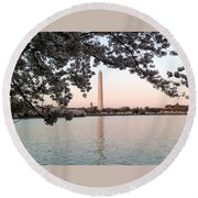 The Washington Monument  Round Beach Towel