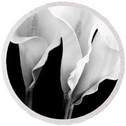 Three Calla Lilies In Black And White Round Beach Towel