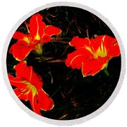 Three Lilies Round Beach Towel