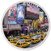 Time Square On A Week Day Round Beach Towel