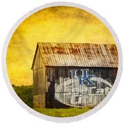 Tobacco Barn In Kentucky Round Beach Towel