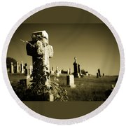 Tombstone Ivy Round Beach Towel