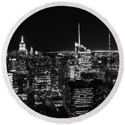 Top Of The Rock In Black And White Round Beach Towel