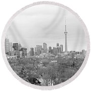 Toronto In Black And White Round Beach Towel