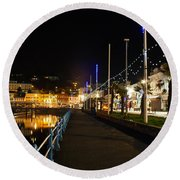 Torquay Victoria Parade At Night Round Beach Towel