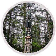 Totem Pole Of Southeast Alaska Round Beach Towel by Robert Bales