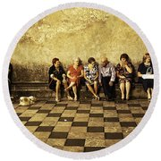 Tourists On Bench - Taormina - Sicily Round Beach Towel