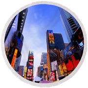Traffic Cop In Times Square New York City Round Beach Towel