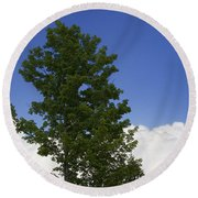 Tree Against A Cloudy Blue Sky In Vermont Round Beach Towel
