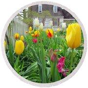 Tulips In Williamsburg Round Beach Towel