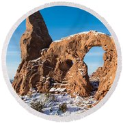 Turret Arch In Winter Round Beach Towel