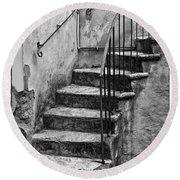 Tuscan Staircase Bw Round Beach Towel