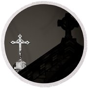 Two Crosses In Jerusalem In Black And White Round Beach Towel