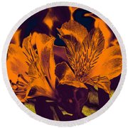 Two Lilies Gradient Ink Outline Round Beach Towel