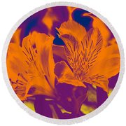 Two Lilies Gradient Round Beach Towel