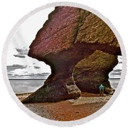 Under Fundy Feet In Big Cove At Hopewell Rocks-new Brunswick Round Beach Towel