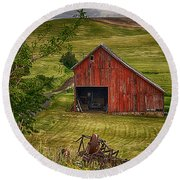 Unique Barn In The Palouse Round Beach Towel