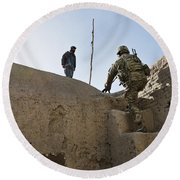 U.s. Army Soldier Climbs Stairs Round Beach Towel