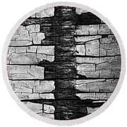 V Na Exposed Cont L Bw Round Beach Towel