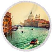 Venice Italy Grand Canal And Basilica Santa Maria Della Salute At Sunset Round Beach Towel