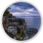 Vermont Lake Champlain Sunset Clouds Shoreline Round Beach Towel