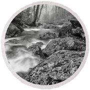 Vermont River Fog Mount Mansfield Black And White Round Beach Towel