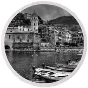 Vernazza - Cinque Terre In Grey Round Beach Towel