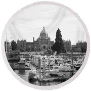 Victoria Harbour With Parliament Buildings - Black And White Round Beach Towel