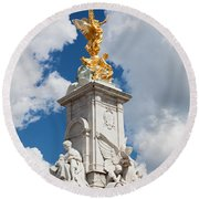 Victoria Memorial Next To Buckingham Palace London Uk Round Beach Towel