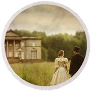 Victorian Couple Walking Towards A Country Manor House Round Beach Towel