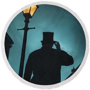 Victorian Man With Top Hat Under A Gas Lamp Round Beach Towel