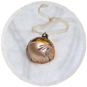 Vintage Christmas Ornament In Snow Round Beach Towel