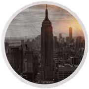 Vintage Empire State Building Round Beach Towel