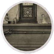 Vintage Muzzleloader Over Fireplace Round Beach Towel