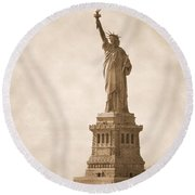 Vintage Statue Of Liberty Round Beach Towel