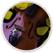Violin With Yellow Rose Round Beach Towel