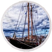 Virginia In New London Round Beach Towel
