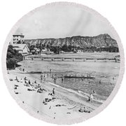 Waikiki Beach And Diamond Head Round Beach Towel