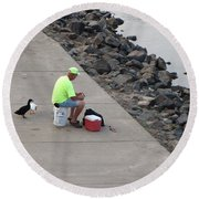 Waiting For Crumbs Round Beach Towel