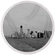 Wake In The Harbor In Black And White Round Beach Towel