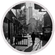 Walk Manhattan 1980s Round Beach Towel