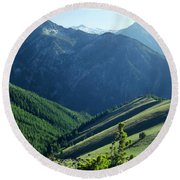 1m5903-wallowa Mountains And Valley Of The East Fork Round Beach Towel