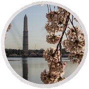 Washington Monument Framed By Blossoms Round Beach Towel