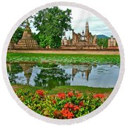 Wat Mahathat Reflection In 13th Century Sukhothai Historical Park-thailand Round Beach Towel