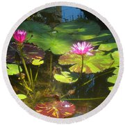Water Lilly Garden Round Beach Towel