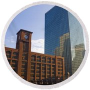 Water Taxi Fultons On The River Chicago Round Beach Towel